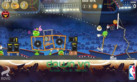 Phá tan đội hình lũ heo xanh trong Angry Birds Seasons cho Windows Phone