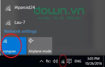 Kiểm tra mạng Wifi hiện đang kết nối bằng cách nhấn chọn biểu tượng Wifi dưới góc phải màn hình